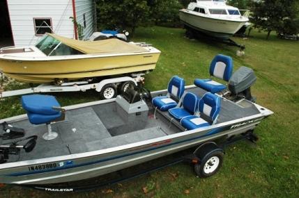 Fishing Boats: Bass Tracker